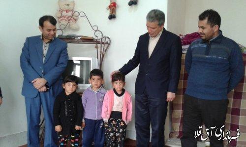 دیدار فرماندار شهرستان آق قلا با خانواده سه قلوهای تحت پوشش بهزیستی شهرستان