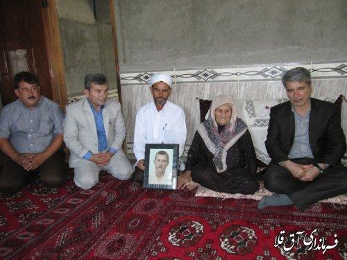 دیدار فرماندار شهرستان آق قلا با خانواده شهداء