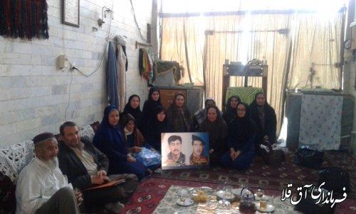 به مناسبت گرامیداشت هفته دفاع مقدس اعضای کمیته بانوان از مادر دوشهید شهرستان تجلیل نمودند