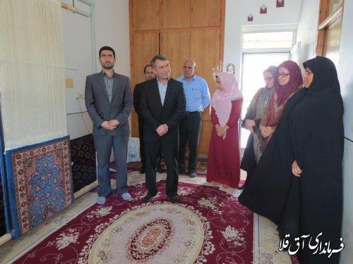 بازدید فرماندار شهرستان آق قلا از کارگاه فرش ریزبافت