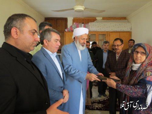 """فرماندار شهرستان آق قلا با خانواده شهید""""مراد گلدی مدنی""""دیدار کرد"""