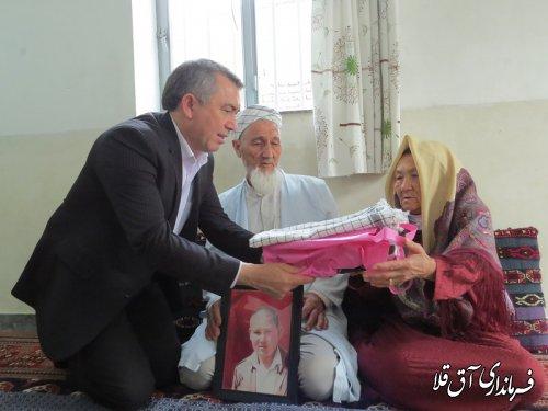 """فرماندار شهرستان آق قلا با خانواده شهید""""اسماعیل توماج""""دیدار کرد"""