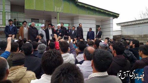 رئیس جمهور وارد روستای چن سولی شهرستان آق قلا شد و با مردم منطقه گفتگو کرد