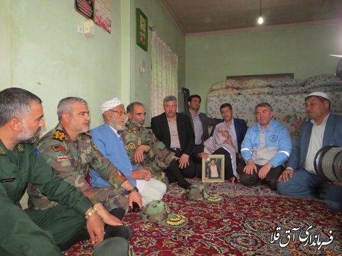 معاون هماهنگ کننده نیروی زمینی ارتش با خانواده‹‹شهید پقه››روستای چن سولی دیدار کرد