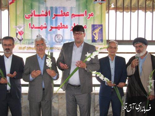 گلزار شهدای شهر آق قلا به مناسبت گرامیداشت هفته دولت،غبارروبی و عطرافشانی شد