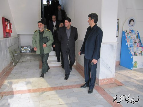 فرماندار شهرستان آق قلا بصورت سرزده از ستاد انتظامی بخش وشمگیر بازدید بعمل آورد