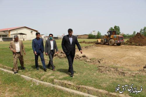 بازدید فرماندار از پیشرفت فیزیکی پروژه چمن مصنوعی شهر آق قلا