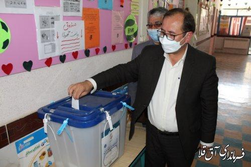 سرپرست فرمانداری شهرستان آق قلا رای خود را به صندوق انداخت